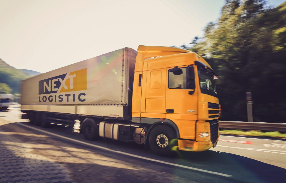 Nextlogistic jult brezentov kamion