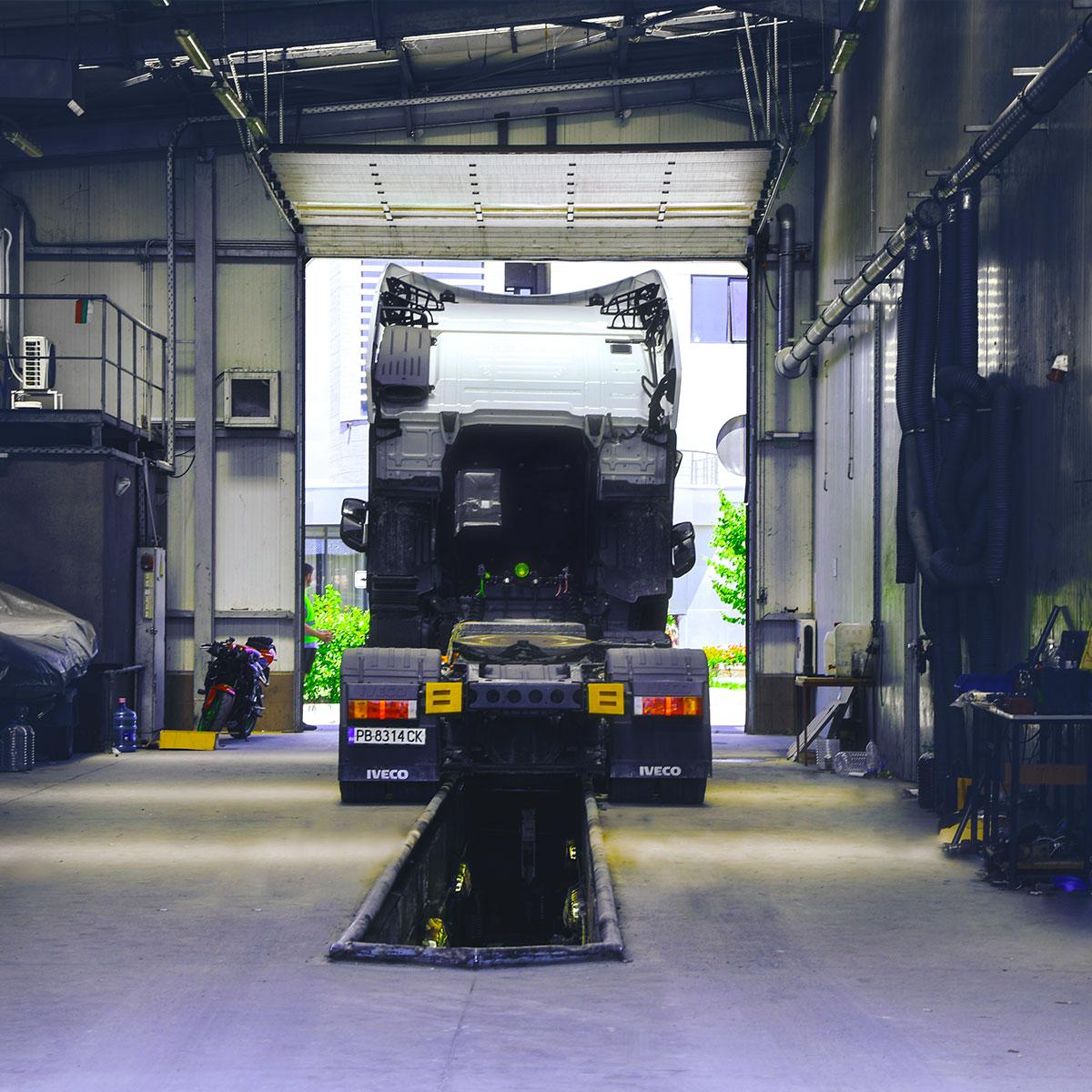 камион в сервиз за технически прегледи