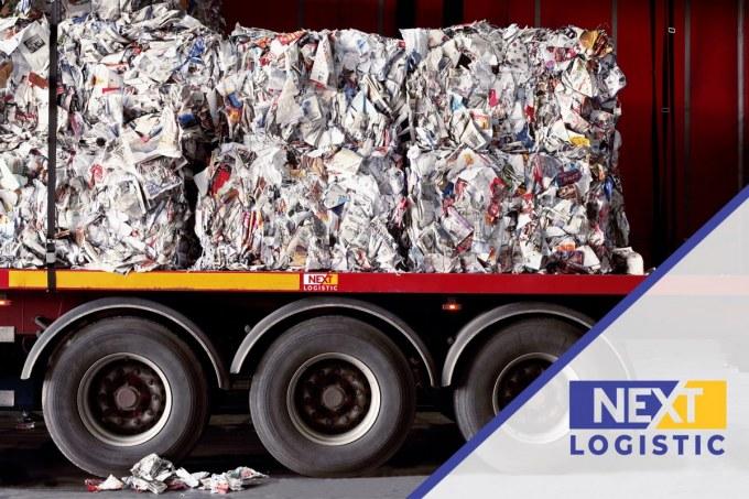 част от камион натоварен с отпадъци за рециклиране