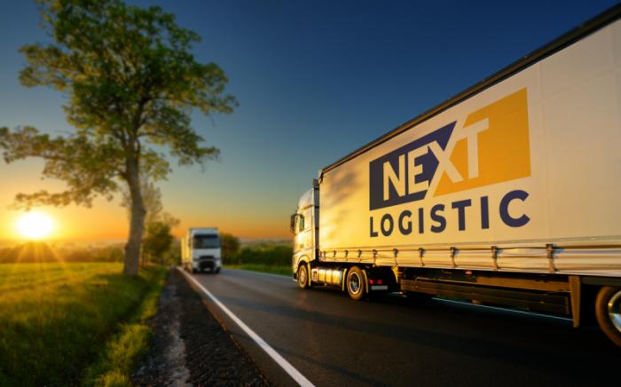 камион на некст логистик на двупосочен път
