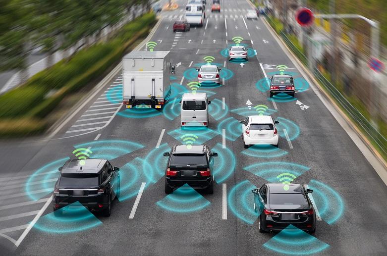 Автономни коли и камиони на трилентов път