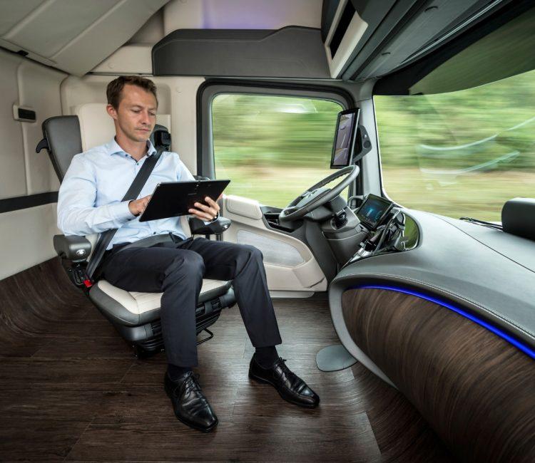 Шофьор в автономен камион